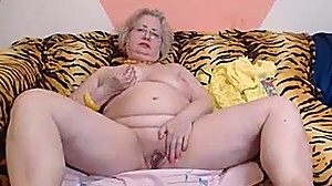 PAWG granny model on webcam knows how to..